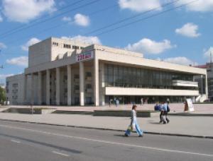 Российские актеры в Симферополе отыграли лишь половину спектакля