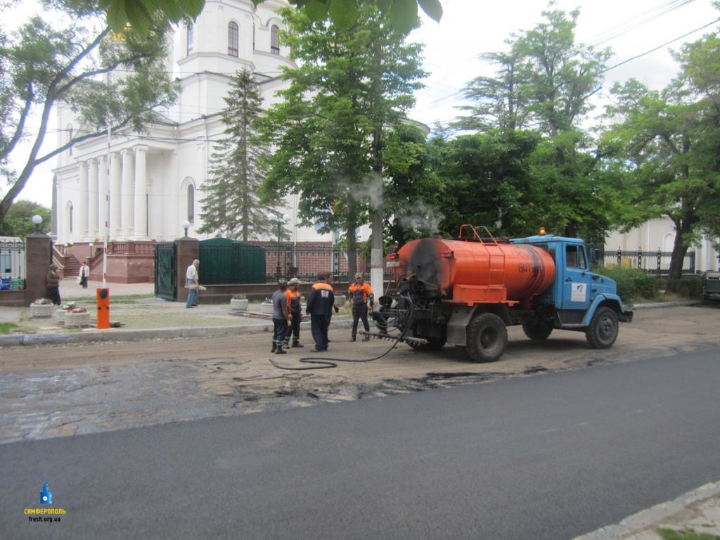 ВКрыму 2-ой раз залето приняли решение поменять асфальт наЕвпаторийской трассе