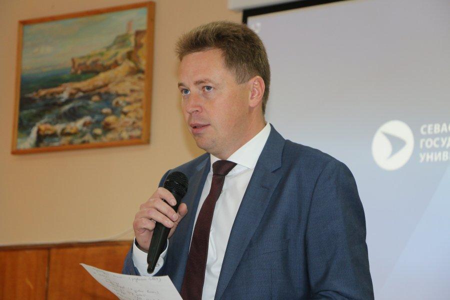 Руководитель Севастополя обратился всуд после скандала онеоплаченном счете впансионате