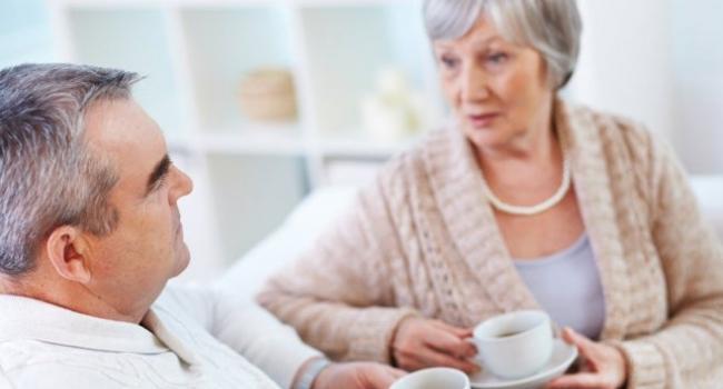 Кофе может уберечь человека от старческого слабоумия. Всего две чашки этого напитка в день значительно снижают риск возникновения деменции и других когнитивных нарушений, утверждают американские ученые.