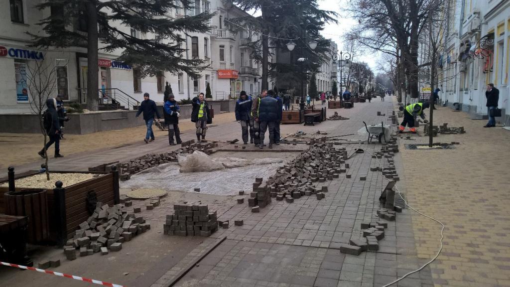 Власти Симферополя требуют отподрядчика 26 млн руб. занекачественную реконструкцию центра
