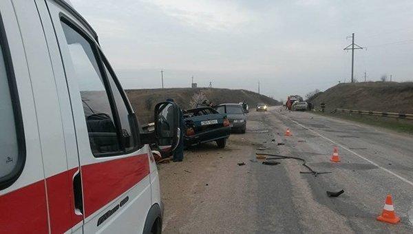 ВКрыму столкнулись 5 авто одновременно,— МЧС