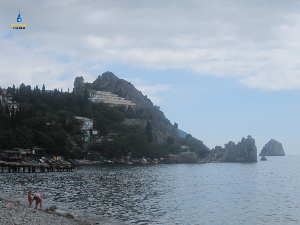 Туристы едут вКрым запляжным отдыхом ивпечатлениями