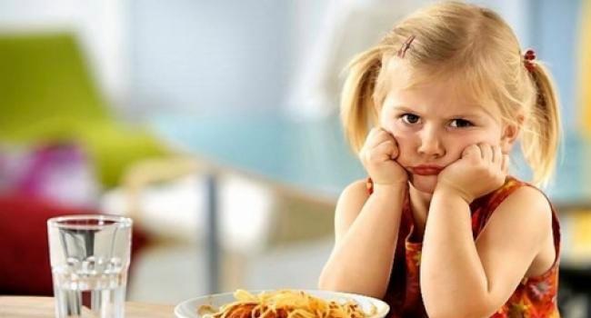 Казалось бы, что детям должно было бы нравиться ходить в детский садик, ведь там можно общаться и играть с другими детьми того же возраста и вообще весело проводить время. Почему же некоторые дети не хотят идти в детский садик и плачут за оставляющими их там родителями?