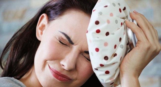 Люди, страдающие мигренями, часто рассказывают о том, что приступы у них начинаются после того, как они съедают те или иные продукты. Какая связь между едой и мигренями?