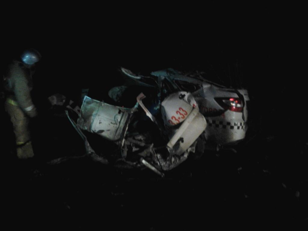 ВКрыму встрашном ДТП умер шофёр такси