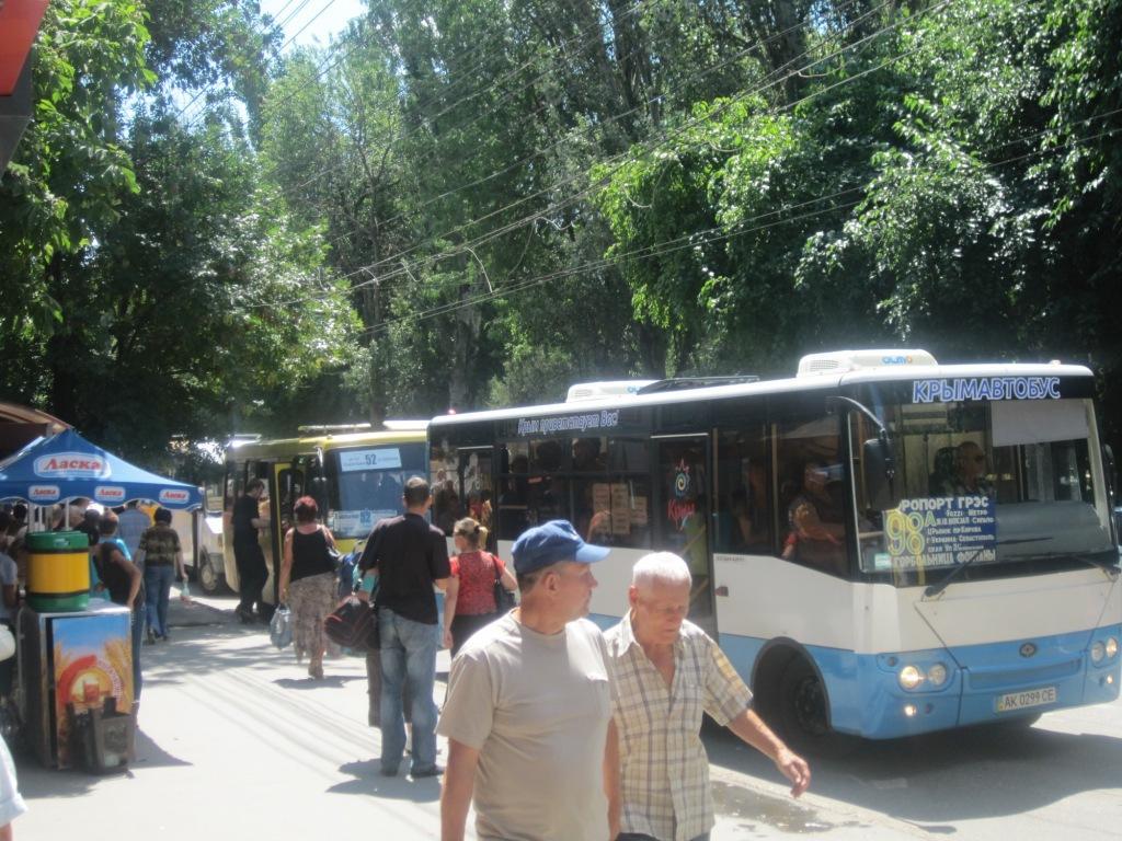 После сокращения маршрутов вСимферополе стало нехватать автобусов