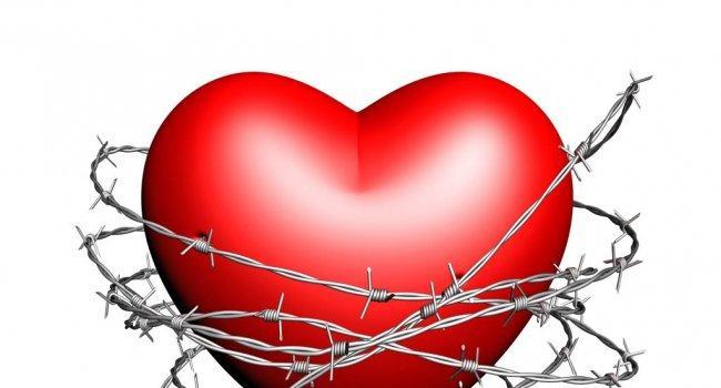 Ишемическая болезнь сердца – одно из наиболее распространенных сердечно-сосудистых заболеваний и одна из основных причин смертности и утраты трудоспособности во всем мире. Болезнь характеризуется абсолютным или относительным нарушением кровоснабжения миокарда в результате поражения коронарных артерий.