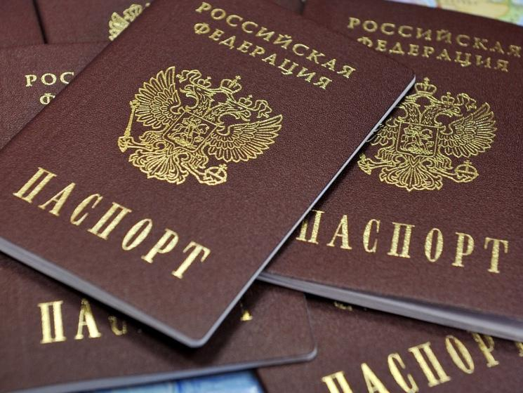 Укрымчан изъяли 1,5 тысячи выданных снарушениями паспортов