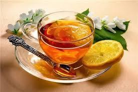 При первых симптомах простуды помогут старые, проверенные рецепты горячих чаев.