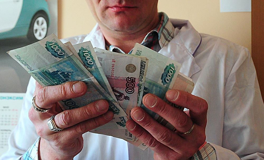 Севастопольские врачи в среднем получают почти 44 тысячи...