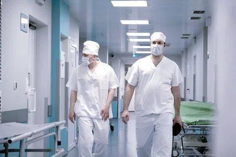 В Феодосии медработники не могут попасть на рабочие места...