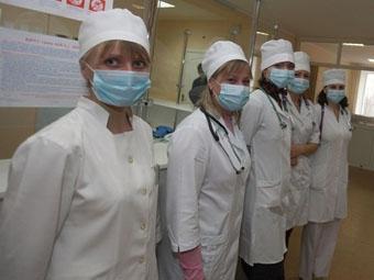 Республика Крым обеспечена средним медицинским персоналом на 93-95%, средний возраст работников составляет 41 год, а средняя зарплата превышает 21,5 тыс. рублей. Об этом сегодня, 10 мая, сообщил министр здравоохранения Республики Крым Александр Голенко.