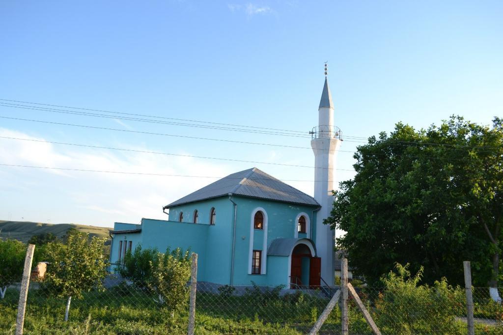 Неизвестные забросали коктейлями Молотова мечеть вСимферопольском районе— ДУМК