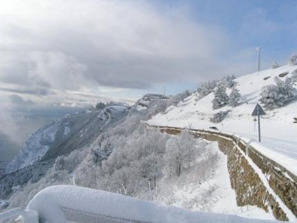 ВКрыму из-за схода лавины перекрыта дорога Ялта— Бахчисарай
