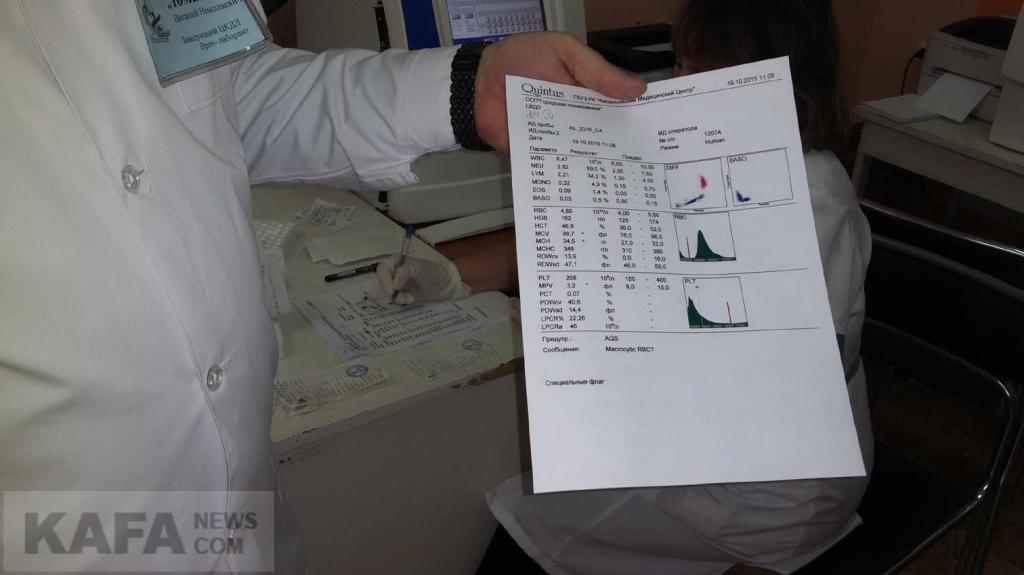 Лаборатория городской поликлиники работает согласно современным стандартам и обеспечивает качественный и достоверный результат анализа крови и мочи. Об этом рассказала главный врач поликлиники Людмила Иванова.