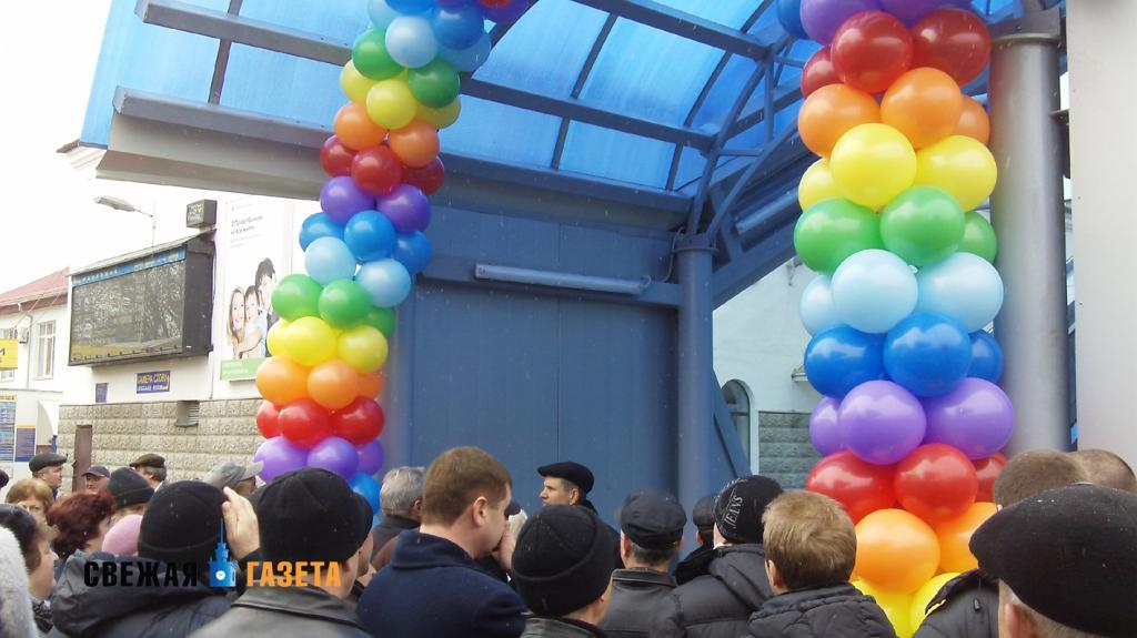 В Симферополе открыли пешеходный мост на железнодорожном вокзале (фото)