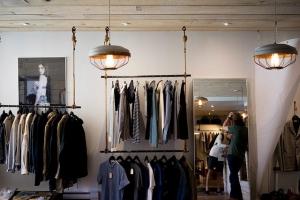 Крымчанка устроила в гараже тайник с брендовой одеждой