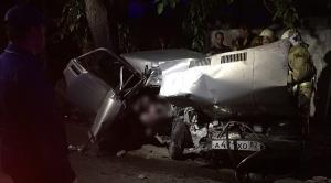 Один человек погиб и двое пострадали при столкновении легковушки с электроопорой в Крыму