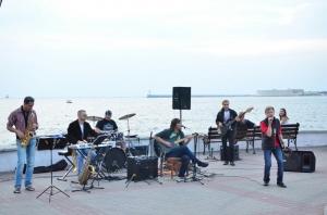 В Алуште из-за коронавируса запретили выступления уличных музыкантов