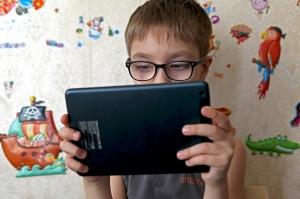 В Крыму школьникам подарили планшеты для дистанционного обучения