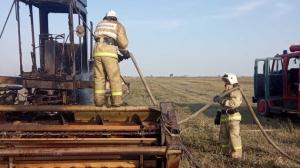 В Крыму в поле загорелась сенокосилка