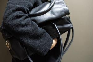 В Ялте пассажирка такси украла у водителя сумку с деньгами и документами